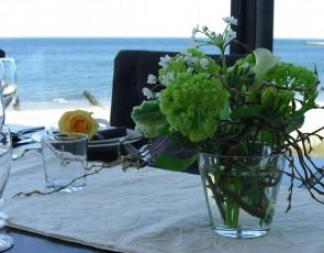 75_Frühlingsduftige-Tischdeko-mit-Schneeball-und-Allium_1270px